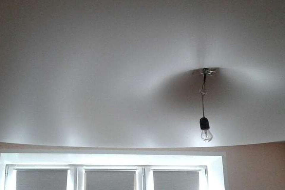 виниловая почему надувается натяжной потолок при включении вытяжки нашлись те