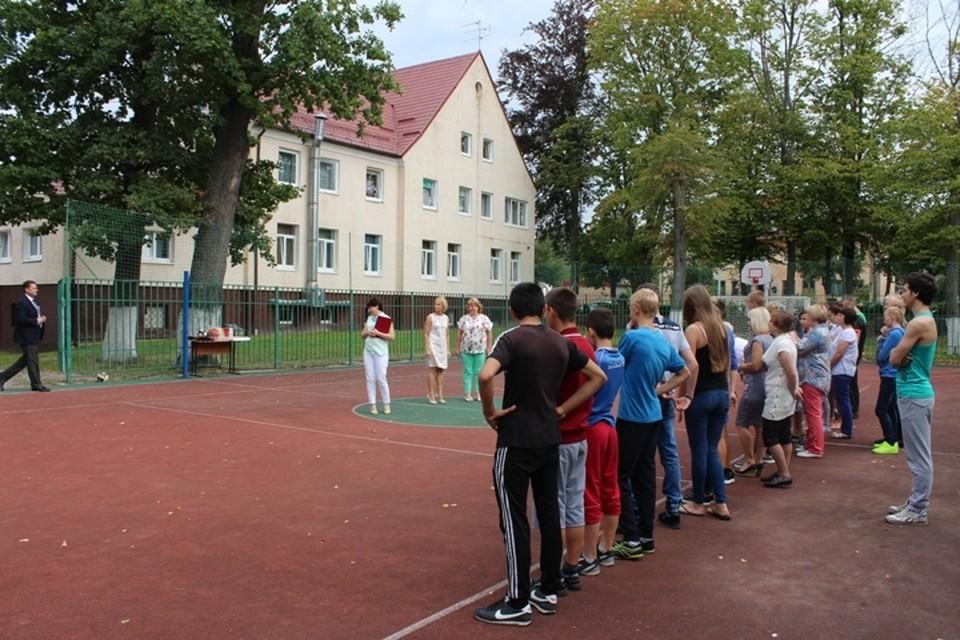 Одного из ребятишек – маленького Сережу – опекуны взяли в детском доме «Колосок», расположенном в Багратионовске (на фото).