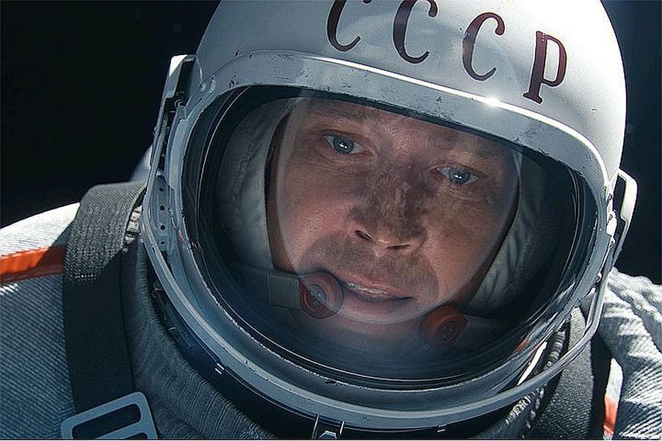 Евгений Миронов в роли Алексея Леонова - первого человека в истории, совершившего выход в открытый космос