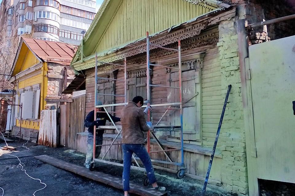 Студенты из стройотрядов начали ремонтировать фасады старых самарских домов.