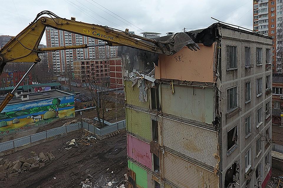 Жителей домов попадающих в зону радиации переселили