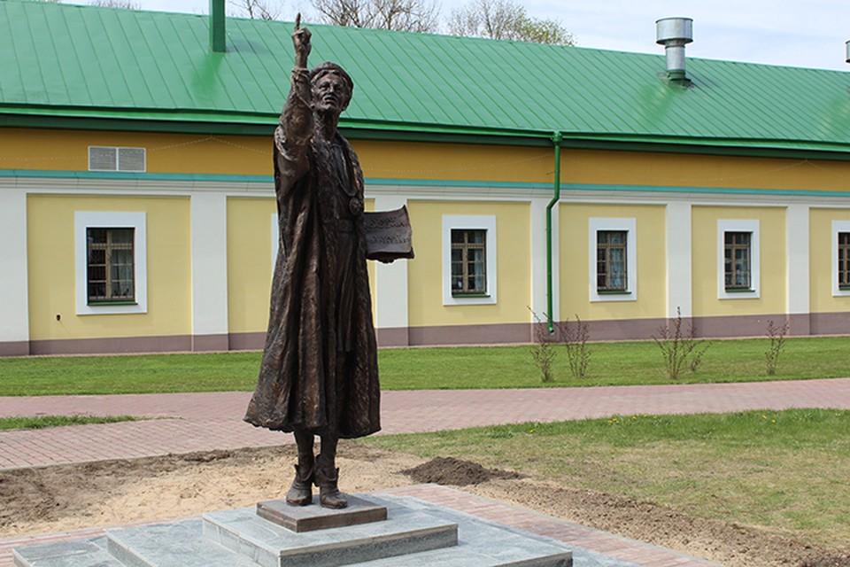 Скульптура профессора появилась в Полоцке. Фото предоставлено ПГУ.