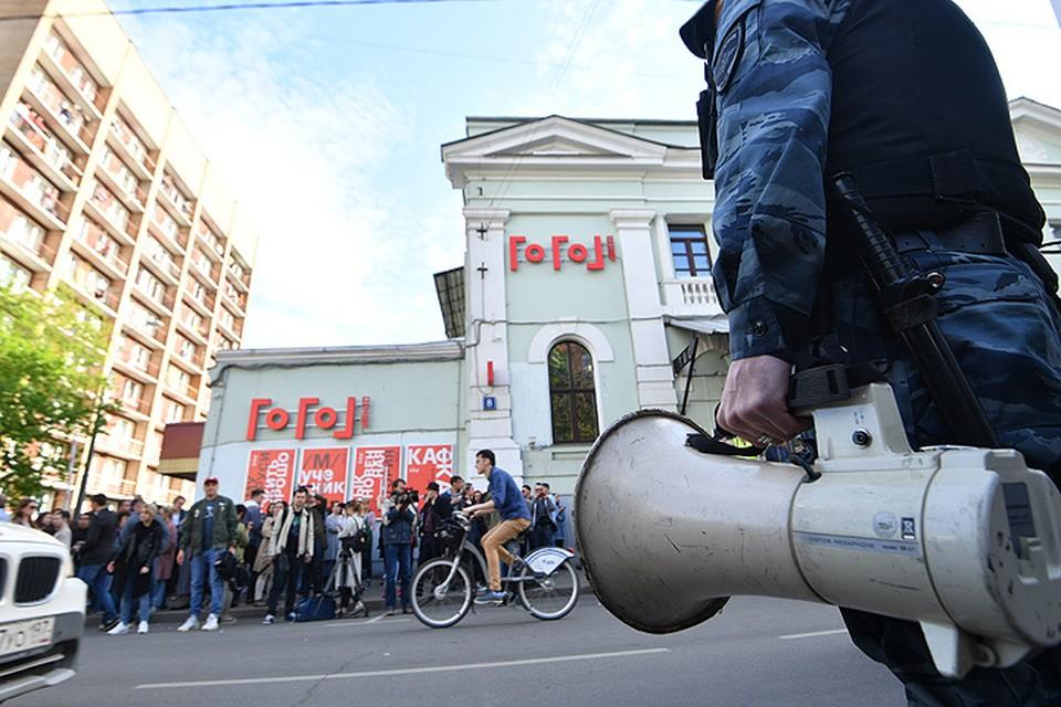 """Во вторник 23 мая в здании популярного столичного театра """"Гоголь-Центр"""" прошли обыски."""