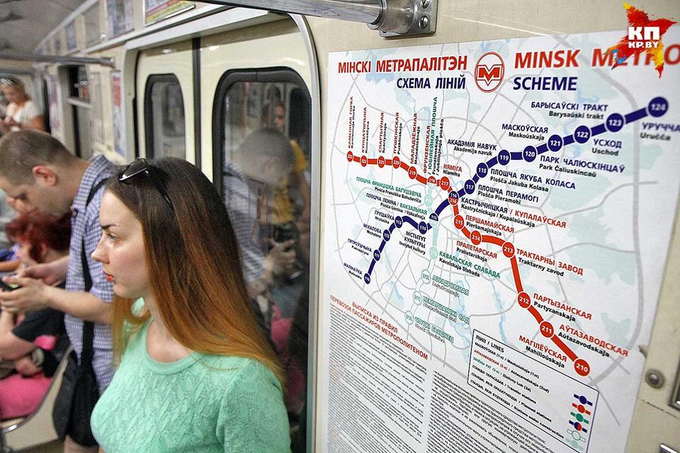 В столице поезда в метро ходят чуть ли не до половины второго ночи, однако доехать домой на последнем поезде получается не у всех