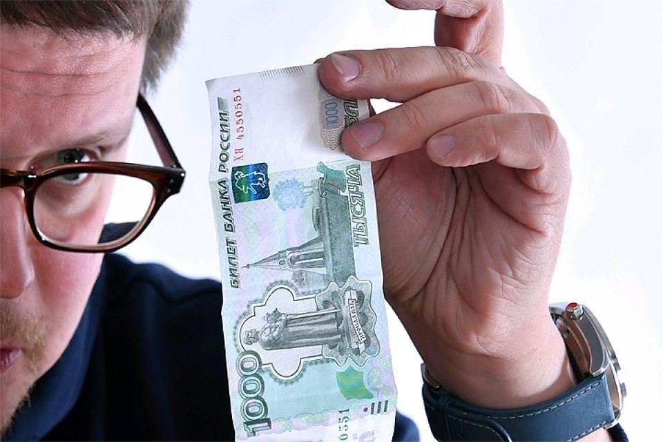 На Западе очень многие вкладывают деньги в акции и облигации.