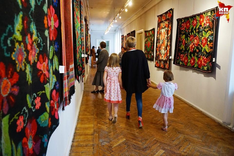 Открытие выставки домотканых ковров