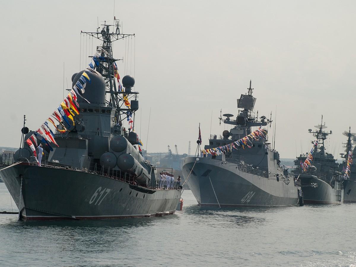 День ВМФ в 2017 году в Севастополе: от парада кораблей до салюта
