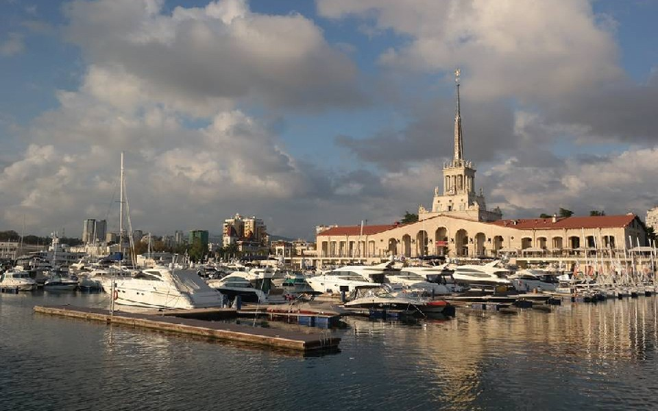 Долететь до Сочи дешевле, чем до любого зарубежного курорта. А вот отели там дороже, чем в Болгарии и Греции.