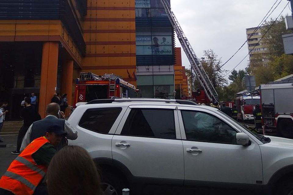 Пожар в ТЦ «Филион» в Москве  пришлось эвакуировать 150 человек 47317497139