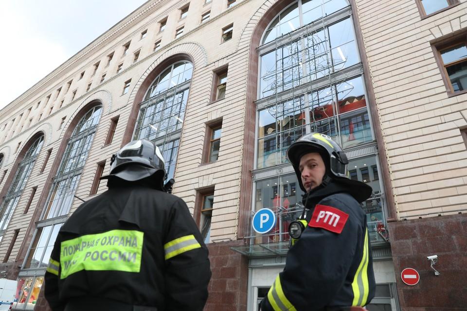 В воскресенье вечером звонки о якобы заложенных бомбах поступили минимум в восемь крупных торгово-развлекательных центров Москвы