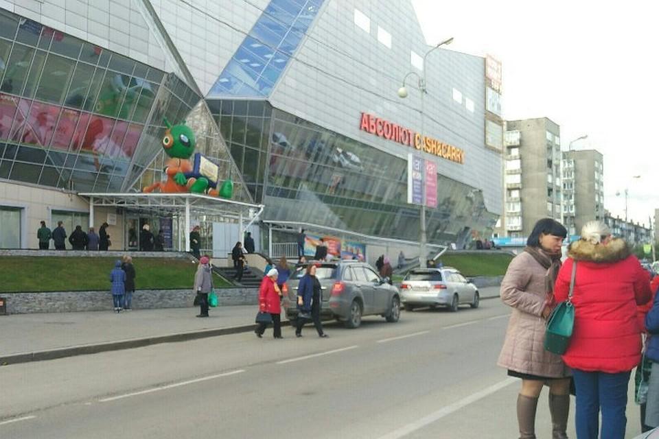 416cf4fe00f6 Ложные минирования в торговых центрах 28 сентября в Иркутске  сотни людей  вышли на улицы