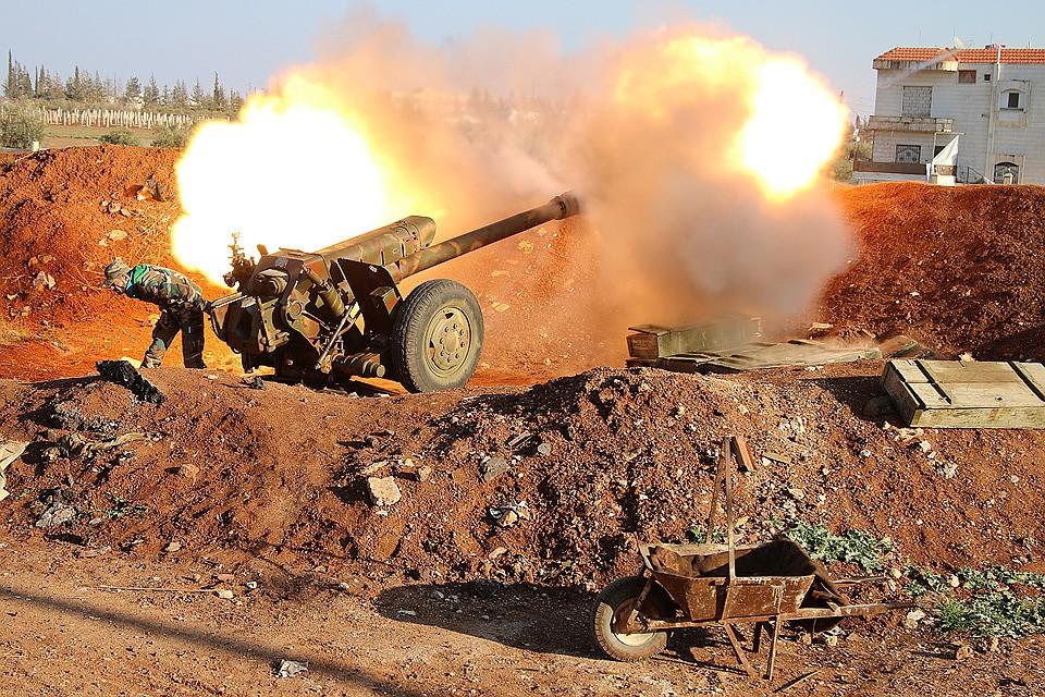 Сирия, город Осман. Работа артиллерии сирийской армии во время штурма города.
