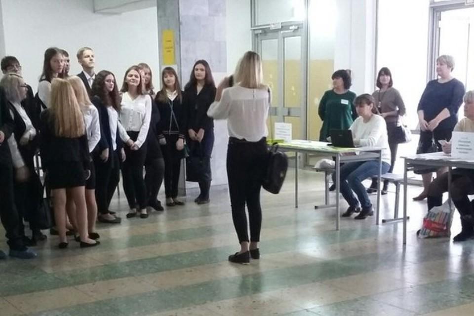 На мероприятии присутствовало более 100 школьников.