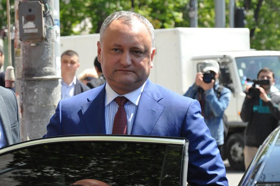 КС временно приостановил президентские полномочия Игоря Додона