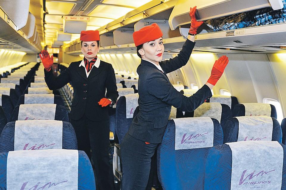 - Стюардессы мы из «ВИМ», никуда мы не летим! Фото: Юрий Смитюк/ТАСС