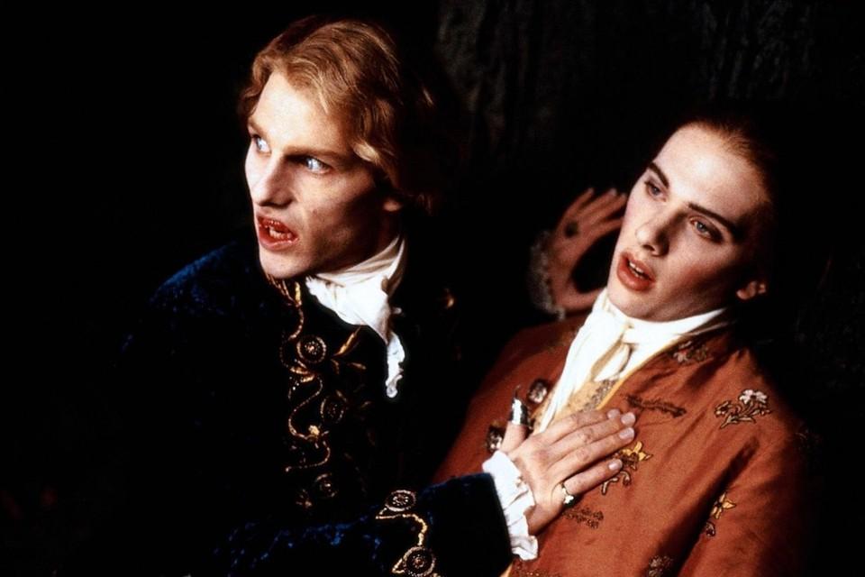 Люди давно научились зарабатывать на вурдалаках. И не только при помощи специальных наборов. Фильм «Интервью с вампиром» 1994 года с Томом Крузом и Брэдом Питтом собрал в мировом прокате 223 млн. долларов.