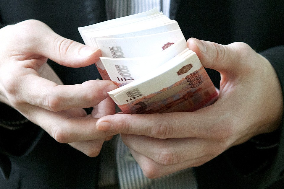Средняя зарплата москвича, согласно Мосгорстату, выросла за год аж на 8,5% и составила 91 815 рублей.