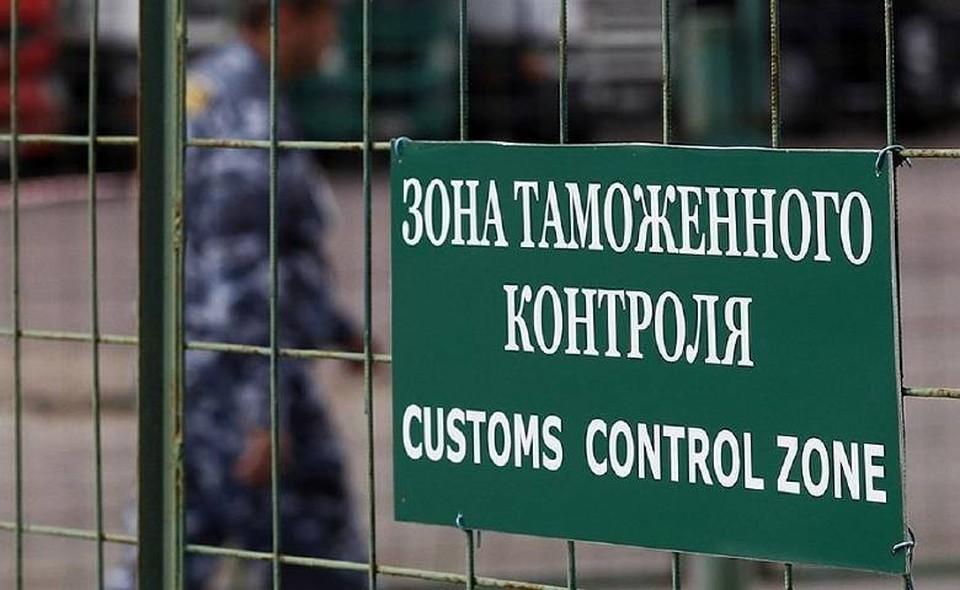 Приморский таможенник стал фигурантом уголовного дела за взятку в размере 191 тысячи рублей