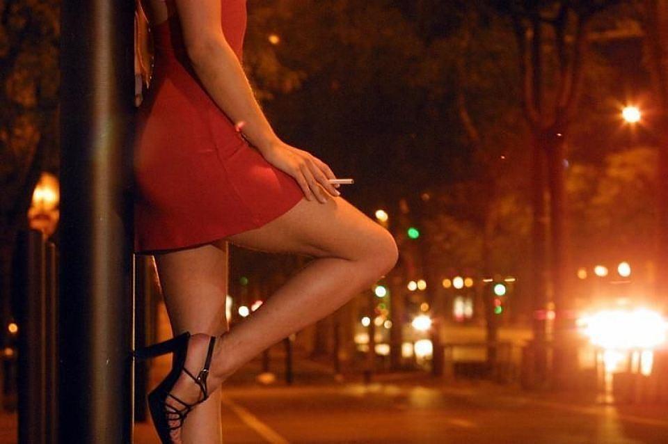 Моло летни проститутки