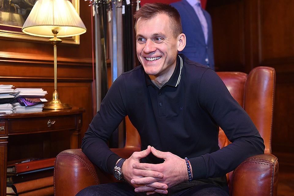 """Артем Ребров во время интервью """"Комсомольской правде""""."""