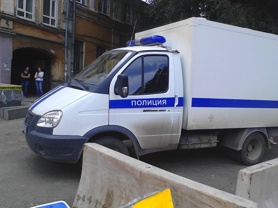 Полиция и следователи ищут преступника