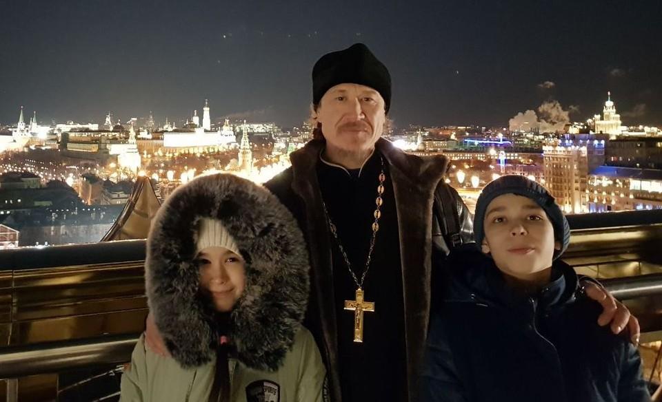 О поездке в Москву Даниил, Варвара и отец Алексий могут рассказывать долго. Фото: личный архив семьи Васильевых
