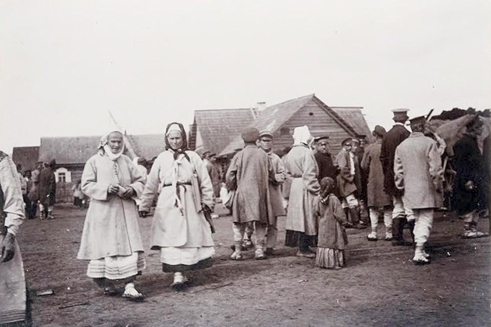 В деревнях точно знали, кто из соседей может навредить или проклясть. Фото: Исаак СЕРБОВ