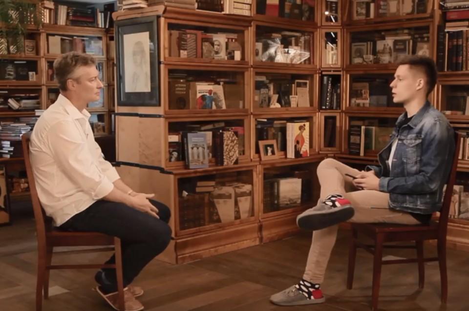 Интервью Ройзмана и Дудя проходило в библиотеке мэра Екатеринбурга