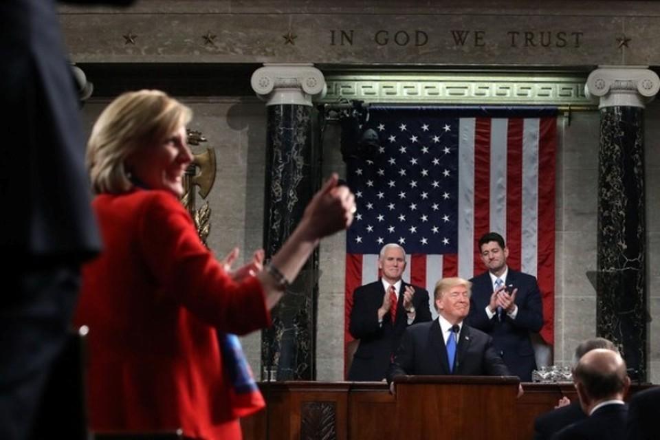Президент США Дональд Трамп выступает в конгрессе с докладом «О положении страны»