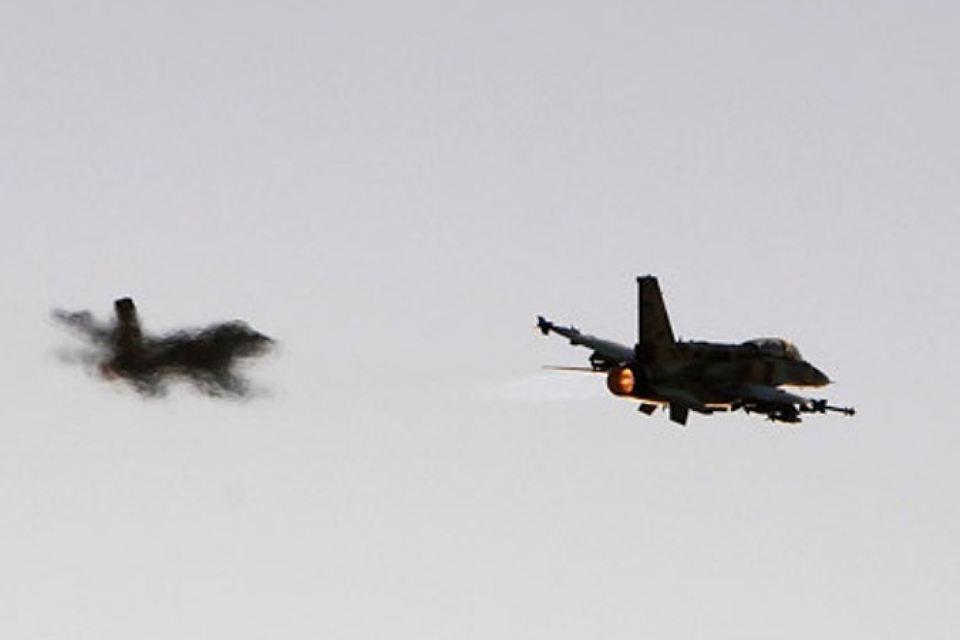 Израильская авиация атаковала военный объект в пригороде Дамаска