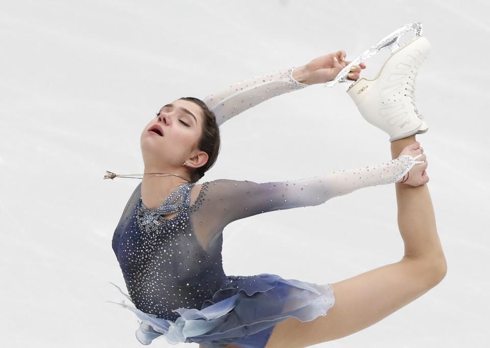 Евгения Медведева - первая в короткой программе Олимпиады 2018.