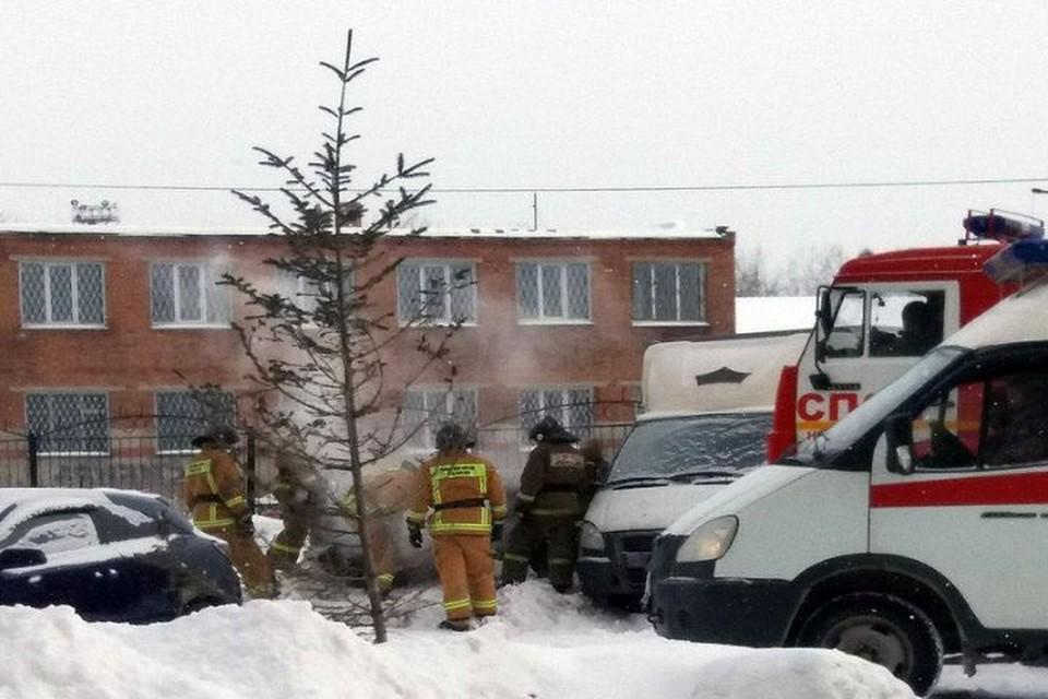 """""""Мерседес"""" сгорел в Калининском районе"""