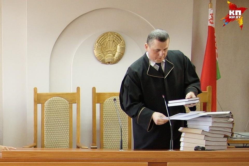 В Гомеле обвинение запросило для экс-министра 2 года колонии, для бывшего директора мясокомбината - 6 лет