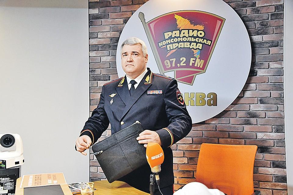 Главный автоинспектор страны Михаил Черников на Радио «Комсомольская правда», даже встречая препятствия в диалоге, «держал руль» уверенно.