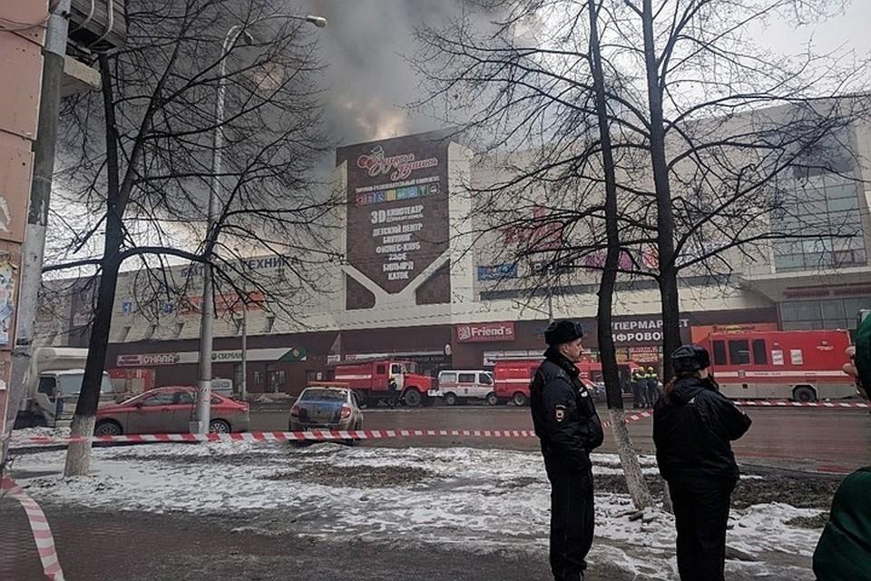 """По последним данным, в результате пожара в ТРЦ """"Зимняя вишня"""" в Кемерово погибли пять человек"""