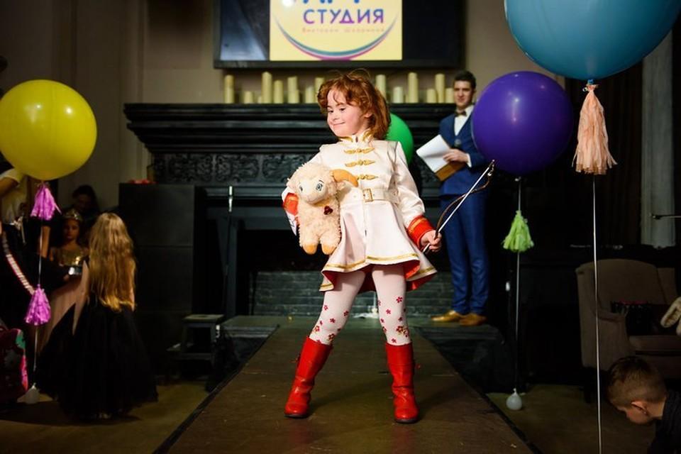 В семь лет у солнечной Наташи Литвиненко уже тысячи друзей по всему миру. Фото: предоставлено Надеждой Литвиненко.