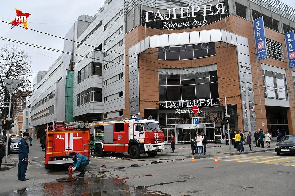 Проверки пожарной безопасности в торговых центрах Краснодара  в «Галерее»  не открылась дверь эвакуационного выхода a9390451ee8