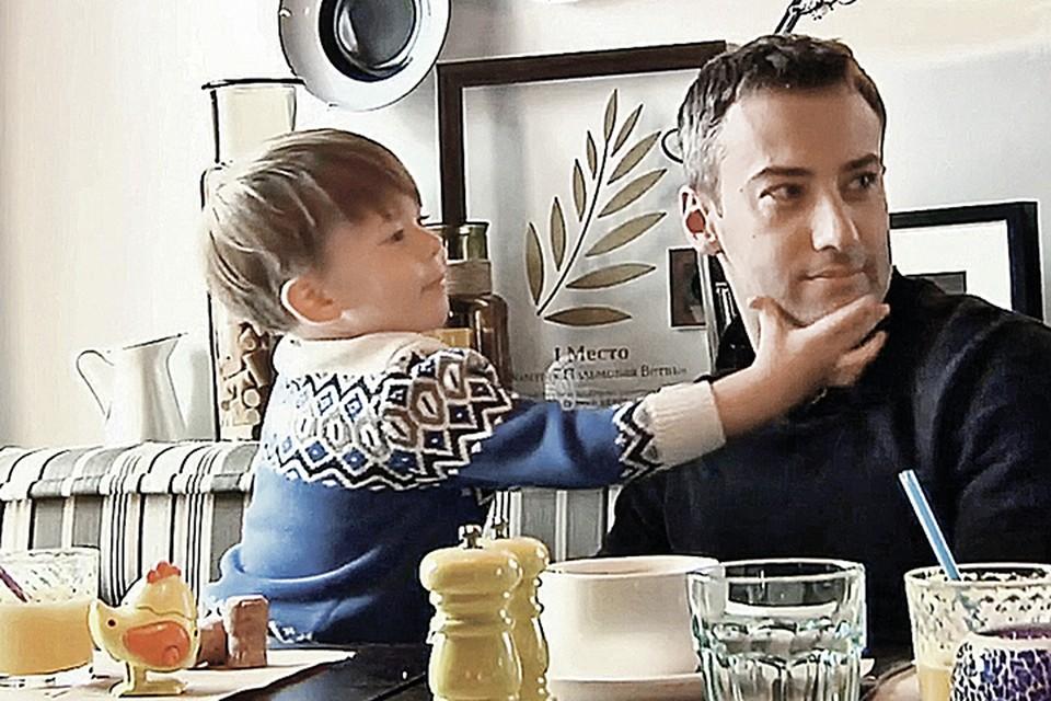 По мнению родных певицы, Дмитрий Шепелев хочет вычеркнуть их из жизни маленького сына.