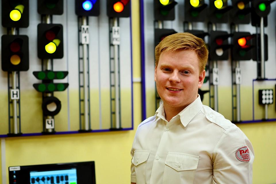 Максим Шустов работает с ребятами на Детской железной дороге уже 5 лет.