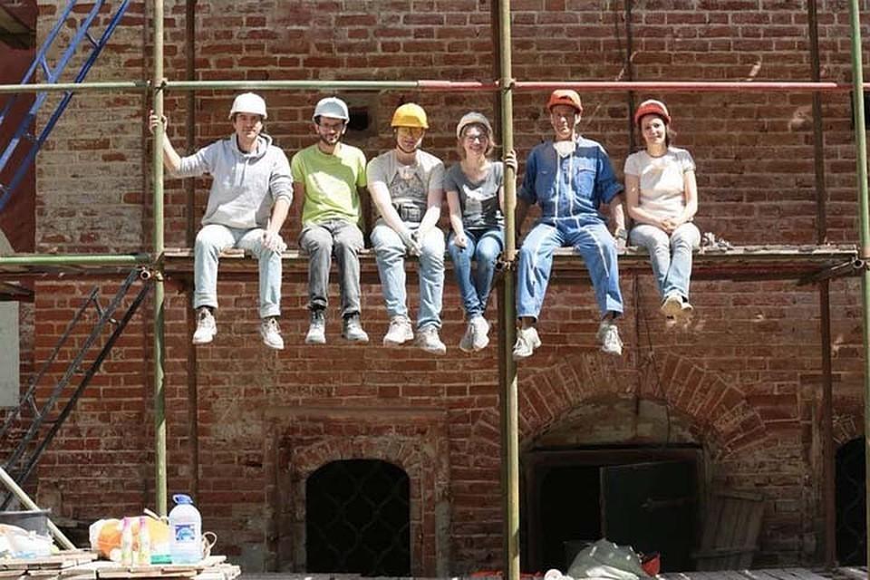 Обычные люди могут буквально своими руками сохранять объекты культурного наследия Фото: www.facebook.com/voopiik/