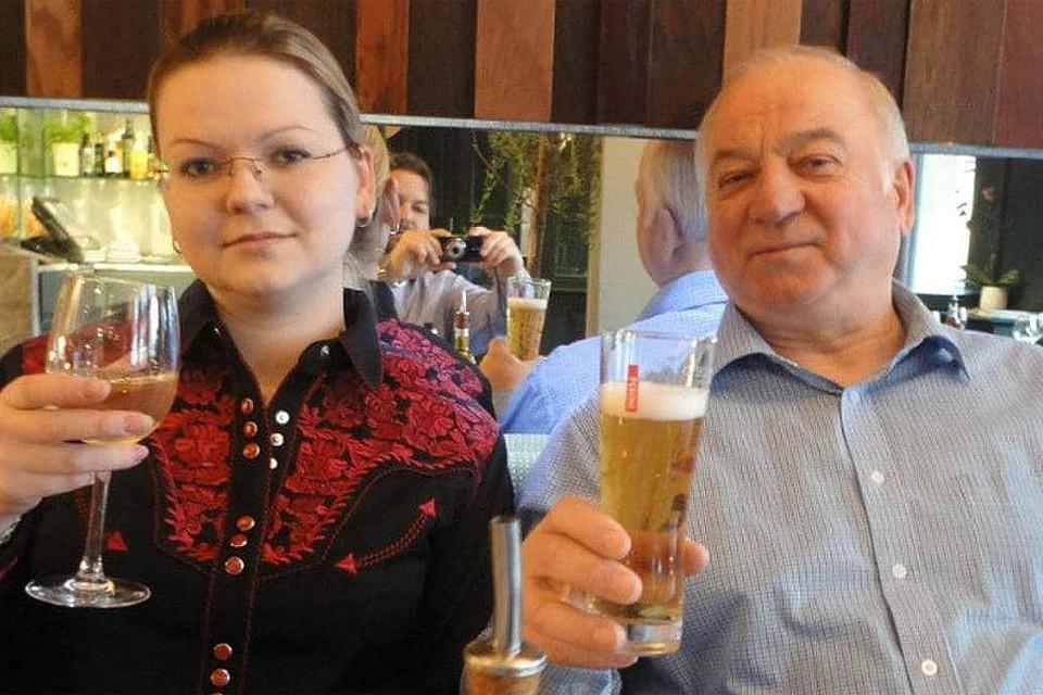 Сергей Скрипаль с дочерью Юлией, ставшие жертвами отравления в британском Солсбери.