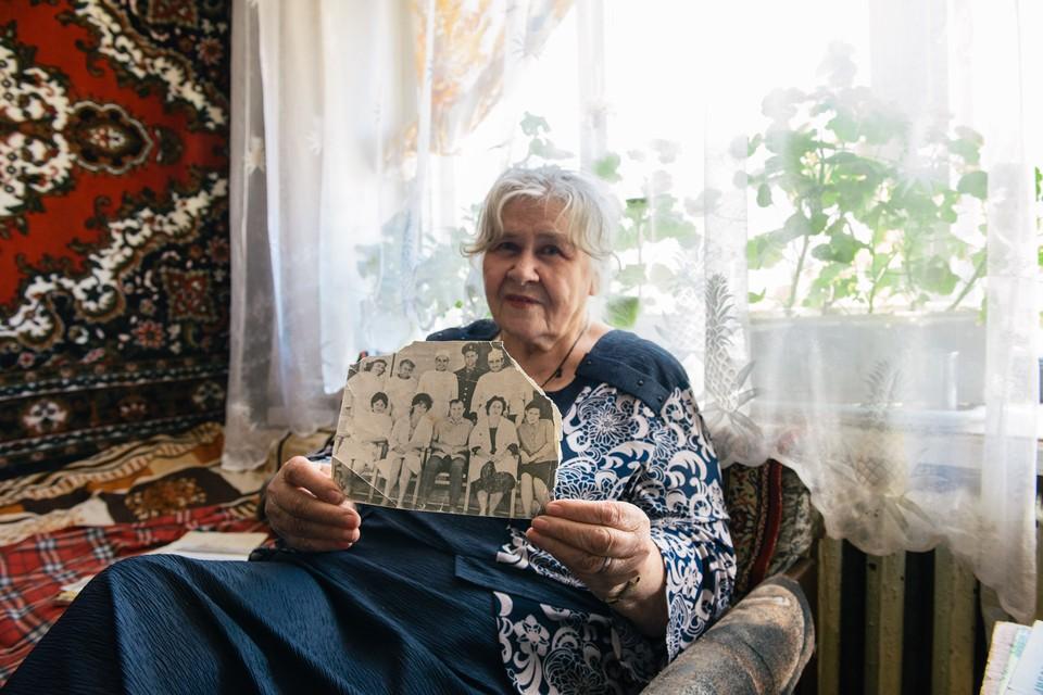 Эту фотографию с Юрием Гагариным женщина хранит, как драгоценность