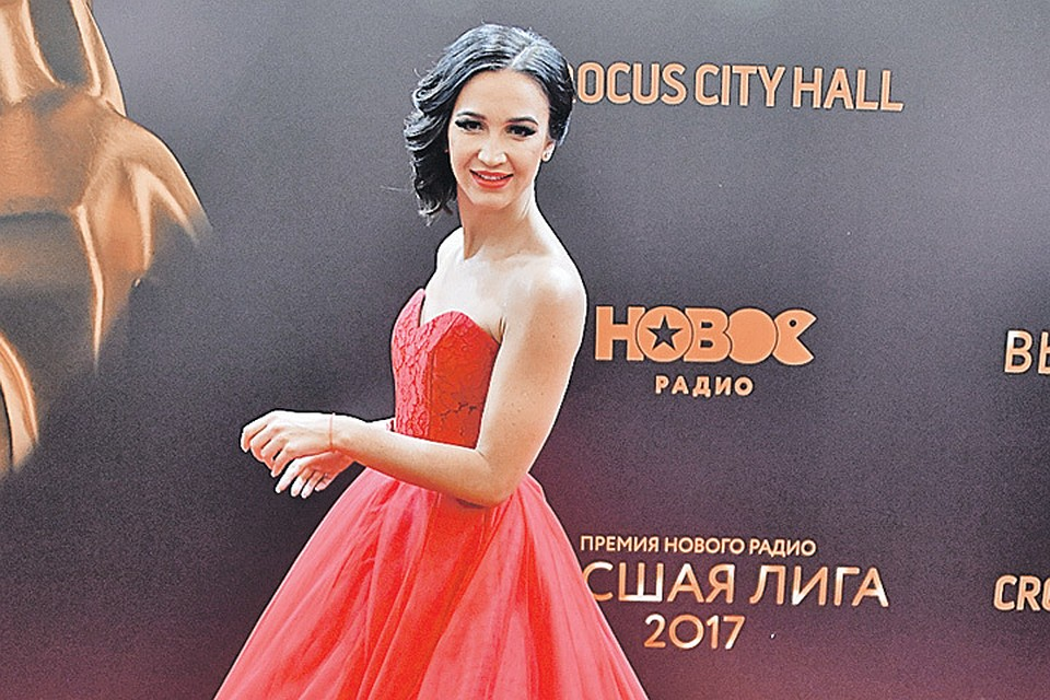 Спалилась картинки на рабочий сексуальные звезды российской эстрады с разрешением стол свиданий сексом порно