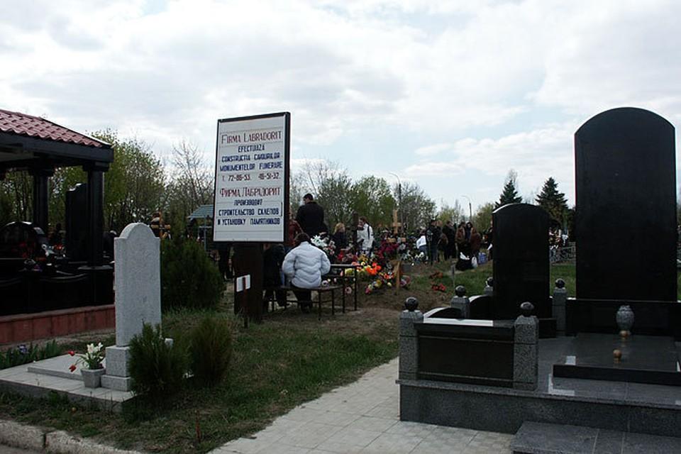 В советское время на кладбище ходили в воскресенье, потому что в понедельник, а тем более во вторник, никаких выходных не давали, чтобы люди поминали усопших