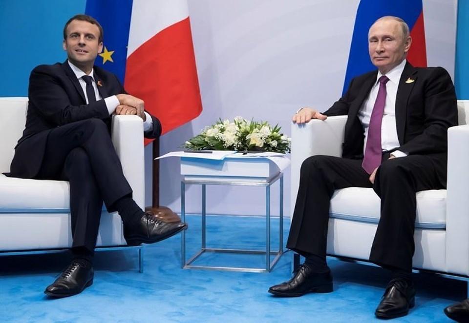Президент Франции Эммануэль Макрон и российский глава Владимир Путин