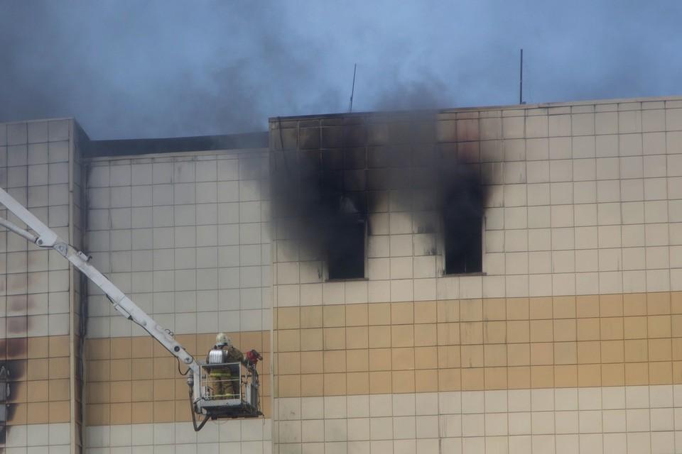 Большинство погибших оказались отрезанными от безопасных выходов в кинозале на последнем этаже