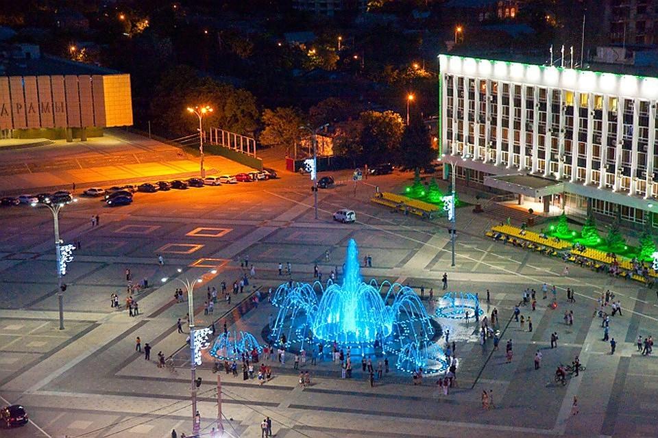 Фонтан на Театральной площади в Краснодаре