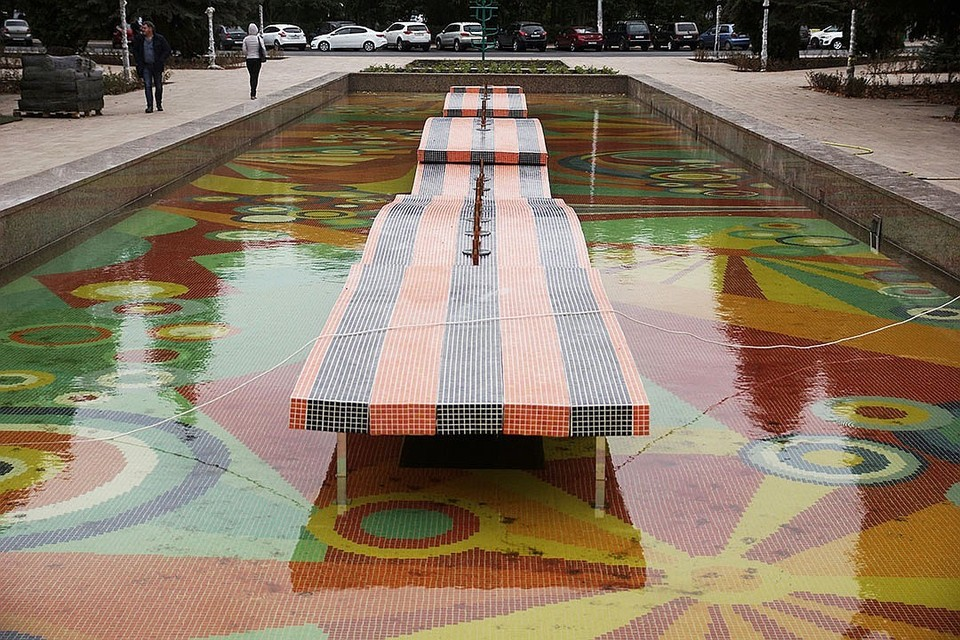 Во время реставрации фонтан выложили плиткой