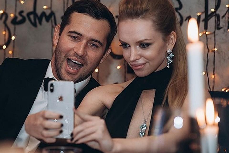 Трахают фото, друг мужа домогается до его красавицы жены