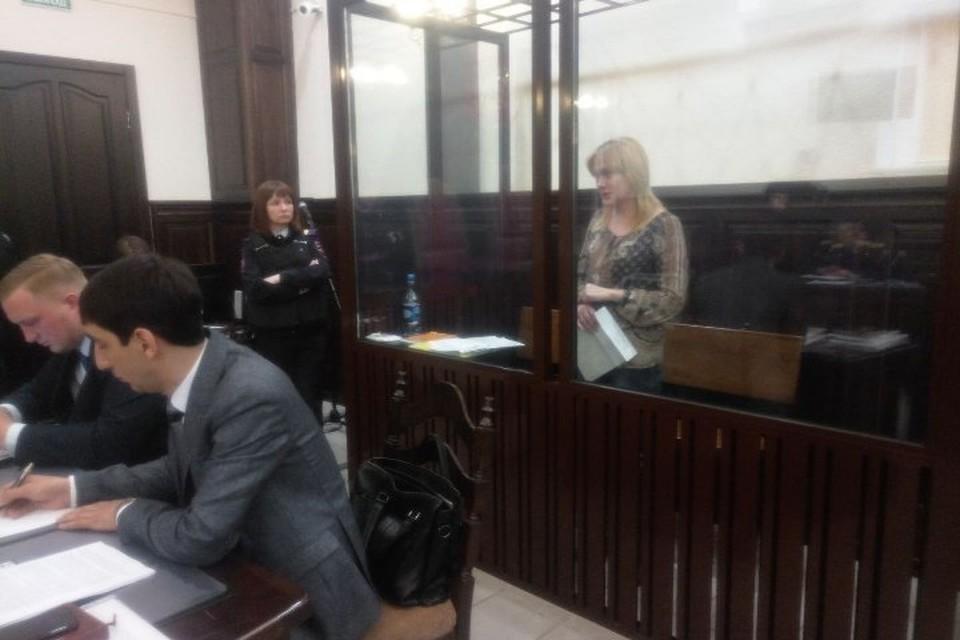 Во время слов мужа о 12-летней дочери Юлия Богданова расплакалась